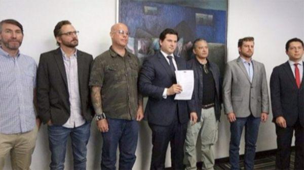 Los ex sodálites Óscar Osterling, Vicente López de Romaña, José Enrique Escardó, Pedro Salinas y Martín López de Romaña denunciaron a Figari en mayo de 2016