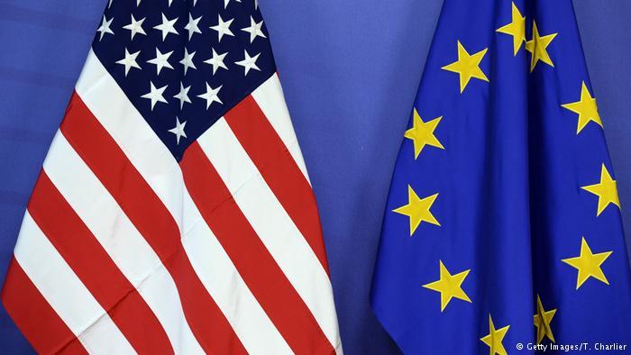 Symbolbild EU USA Flagge (Getty Images/T. Charlier)