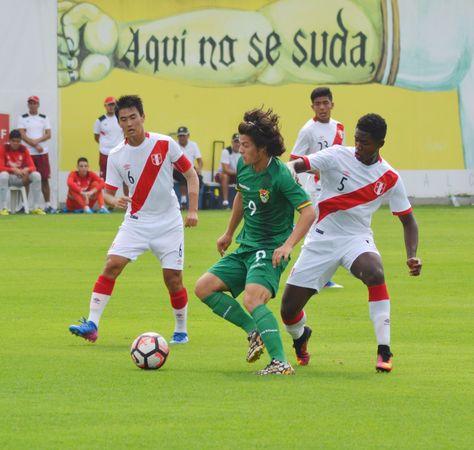 Las selecciones de Bolivia y Perú jugaron en Lima este lunes. Foto: FBF