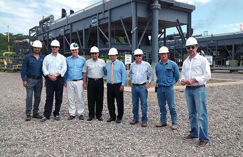 La visita que hizo la comitiva boliviana y argentina a la planta Refinor, en la localidad de Campo Durán. Foto: http://www.salta.gov.ar