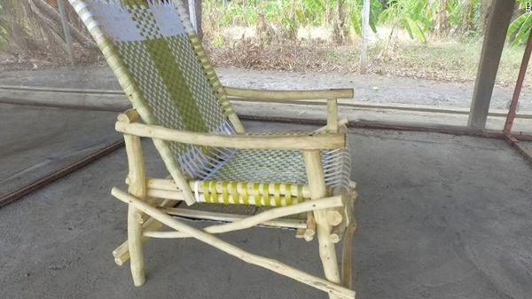 Una silla diseñada con la tela de protección puede espantar mosquitos por hasta seis meses