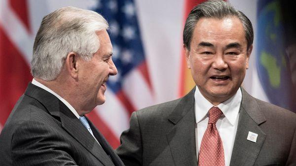 Rex Tillerson junto a Wang Yi (Reuters)