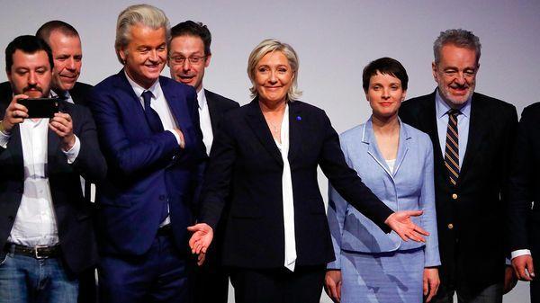 Junto a la candidata del populismo en Francia, Marine Le Pen (Reuters)