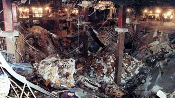 Un camión lleno de explosivos estalló en el estacionamiento subterráneo de la torre 1 del World Trade Center y provocó seis muertes el 26 de febrero de 1993
