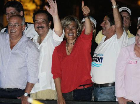 La candidata Cyntia Viteri en campaña electoral