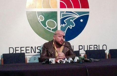 El Defensor del Pueblo, David Tezanos, en conferencia de prensa este domingo. Foto: Rubén Ariñez
