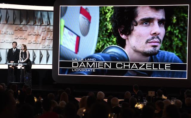 Damien Chazelle con Emma Stone en los premios del sindicato de directores.