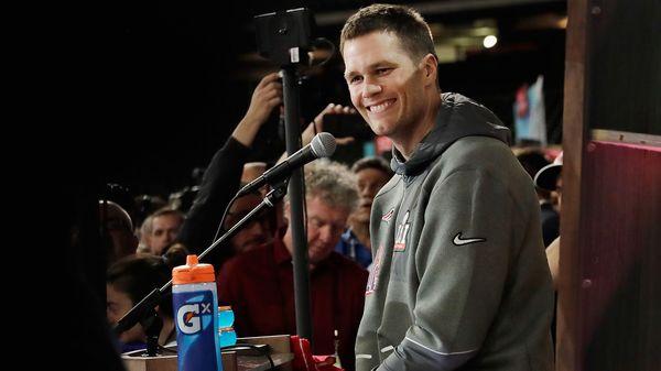 Tom Brady sigue en la búsqueda de la camiseta que le robaron al término del Super Bowl LI (Getty)