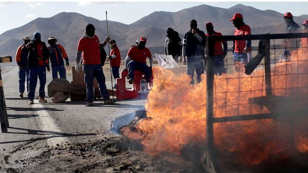 Alrededor de 2.500 trabajadores continúan con la protesta por salarios y convenios colectivos (Reuters)