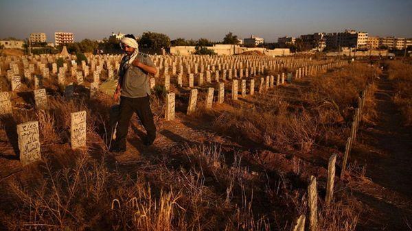 130 cadáveres fueron hallados en Idlib (AFP)