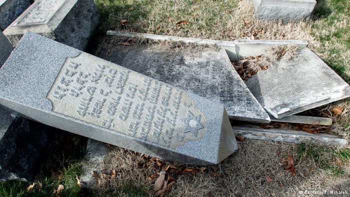 USA Philadelphia - Jüdischer Friedhof geschändet (Reuters/T. Mihalek)