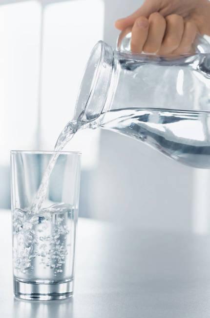 Bebe mucha agua. (iStock)