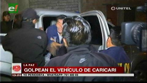 Familiares de Illanes golpearon el vehículo donde transportaban a Caricari