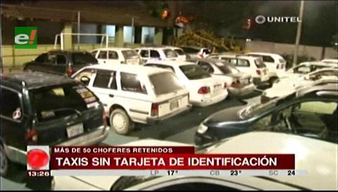Tránsito retuvo a más de 50 taxistas por no contar con tarjeta de identificación