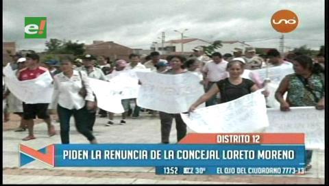 Vecinos toman subalcaldía, piden la renuncia de la concejal Loreto Moreno