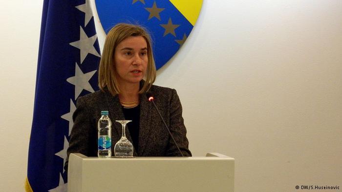 Federica Mogherini habla ante el Parlamento bosnio en 2015.