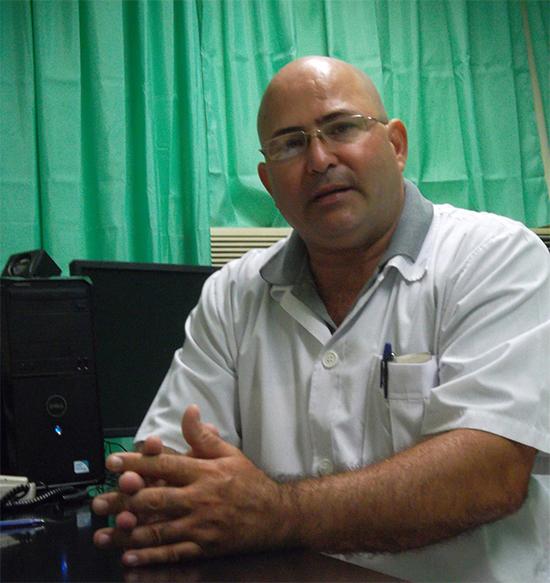 Doctor Roberto Rodríguez Cruz, integrante de la Brigada que enfrentó la epidemia de ébola en África.