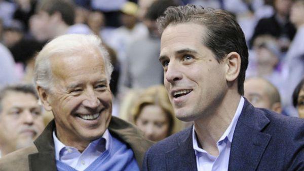 Joe Biden y su hijo Hunter (AP)