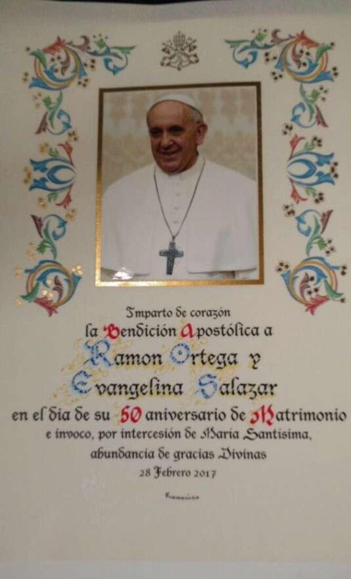 """""""Palito"""" Ortega y Evangelina Salazar renovaron sus votos matrimoniales ante el Papa Francisco"""
