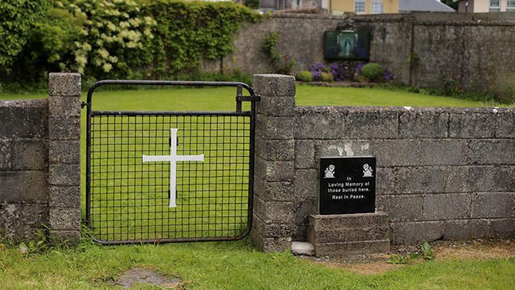 Descubren una enorme fosa infantil bajo un antiguo hogar católico de madres solteras en Irlanda