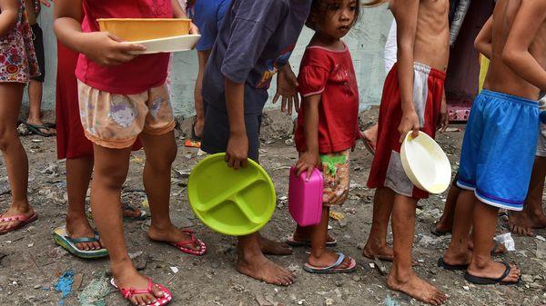 El 25 por ciento de las causas de muerte en los menores es por la contaminación del ambiente en el que viven (Getty)