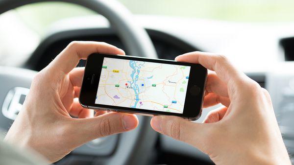 Los vecinos de los barrios residenciales sufren las consecuencias de los caminos congestionados de automóviles y las aplicaciones GPS que desvían a los conductores. (Shutterstock)