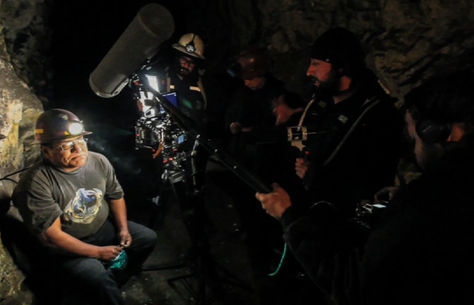 El director Kiro Russo dirige una escena de la cinta. Foto: Socavón Cine