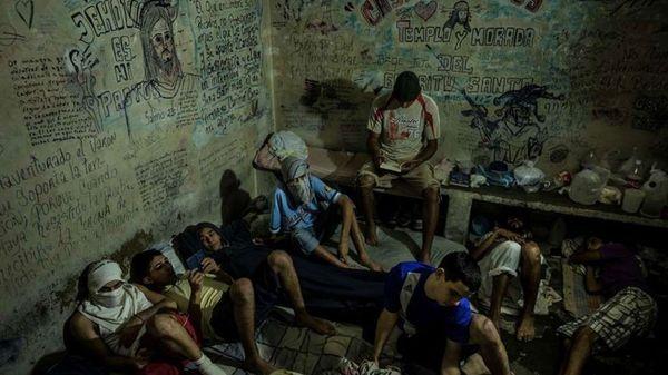 """Prado asegura que unas 33.000 personas """"se encuentran en calabozos policiales, personas hasta con cuatro años sin ver el sol"""" (New York Times)"""