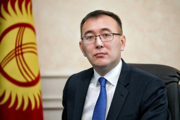 Tolkunbek Abdygulov, inició un movimiento para que el oro reemplace al ganado como valor principal del ahorro. (Baktybek Meimanbekov/BancoCentral de Kirguistán)