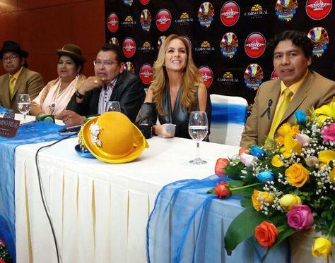 La artista mexicana Lucero en conferencia de prensa en La Paz.