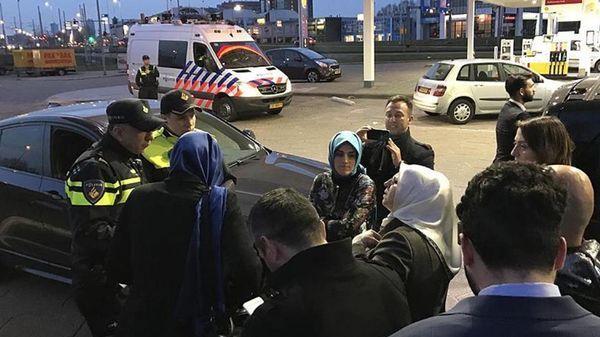 La ministra de Familia turca fue expulsada de Holanda el sábado cuando se disponía a participar de un acto político entre la comunidad de sus ciudadanos en ese país (@politicturk)