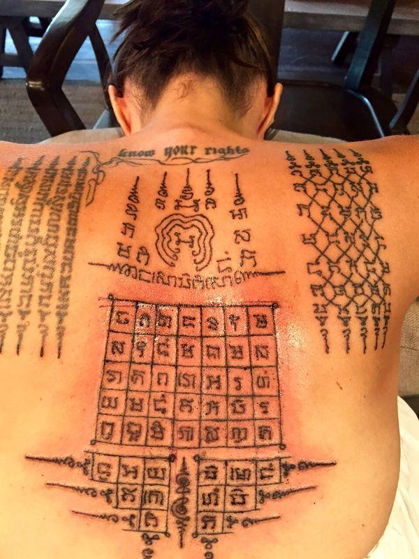 Los nuevos diseños que el monje Kanpai tatuó en la espalda de la actriz. Con ellos buscaba consolidar su matrimonio (Grosby Group)