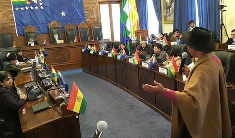 El magistrado suspendido del Tribunal Constitucional Plurinacional (TCP), Gualberto Cusi, en el juicio en el Senado. Foto: La Razón