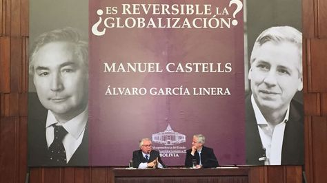 El sociólogo Manuel Castell y el vicepresidente Álvaro García