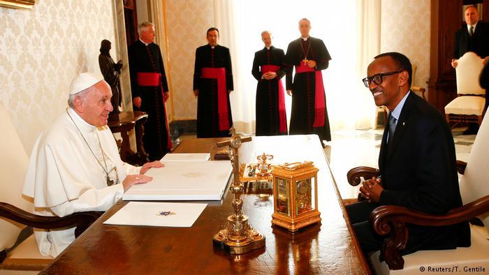 Vatikan Kagame bei Pabst Franziskus (Reuters/T. Gentile)