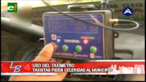 Taxistas exigen devolución del dinero por la compra del taxímetro
