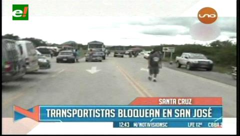 Santa Cruz. Transportistas bloquean la carretera a Chiquitos