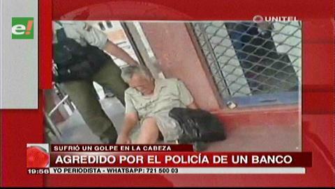 Santa Cruz: Policía de un banco empuja y golpea a un anciano