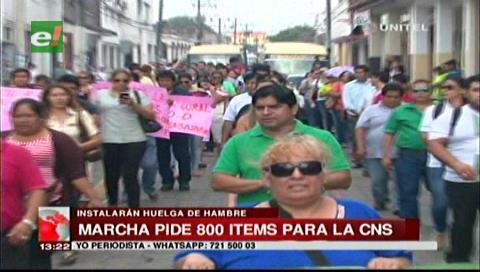 Trabajadores de la CNS marcharon, exigen 800 ítems