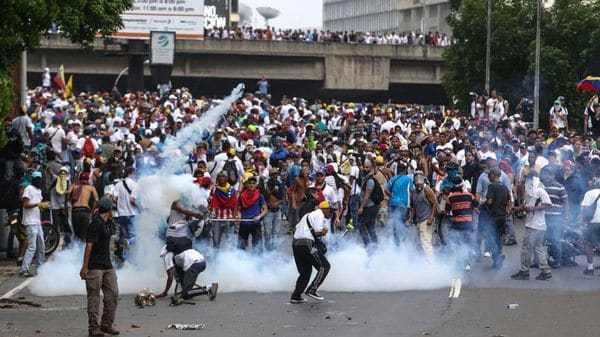 El chavismo reprimió a los manifestantes opositores (EFE)