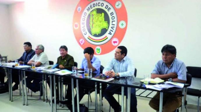 DECISIÓN. El Consejo extraordinario del Colegio Médico de Bolivia se reunió en Cochabamba ayer.