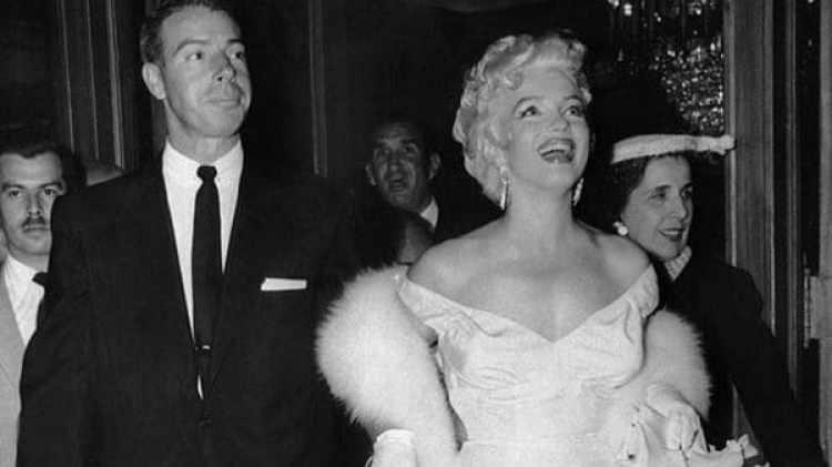 Marilyn Monroe y Joe Di Maggio se casaron en 1962 y se separaron a los nueve meses. Pero él nunca dejó de cuidarla