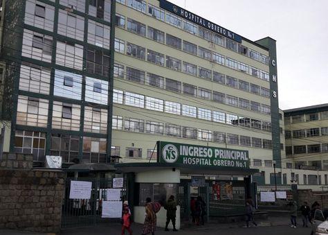 En el Hospital Obrero Nº1 de La Paz las puertas están cerradas. Foto: Ángel Guarachi
