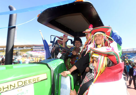 Resultado de imagen de Morales entrega 58 tractores, 643