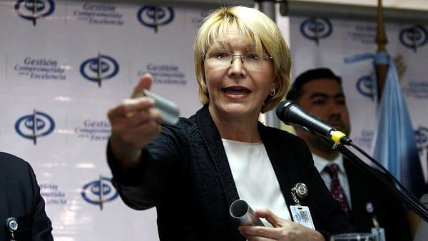 La fiscal mostró un cartucho de lacrimógena (Reuters)