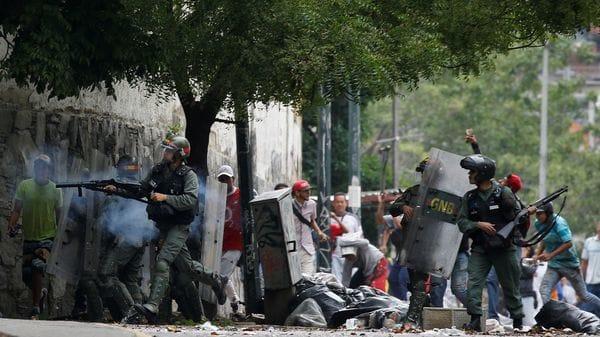 El régimen de Nicolás Maduro reprime a la población civil (Reuters)