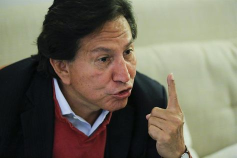 El expresidente peruano Alejandro Toledo habla durante una entrevista con la agencia de noticias EFE en un hotel en Manhattan, Nueva York (EE.UU.). Foto: EFE