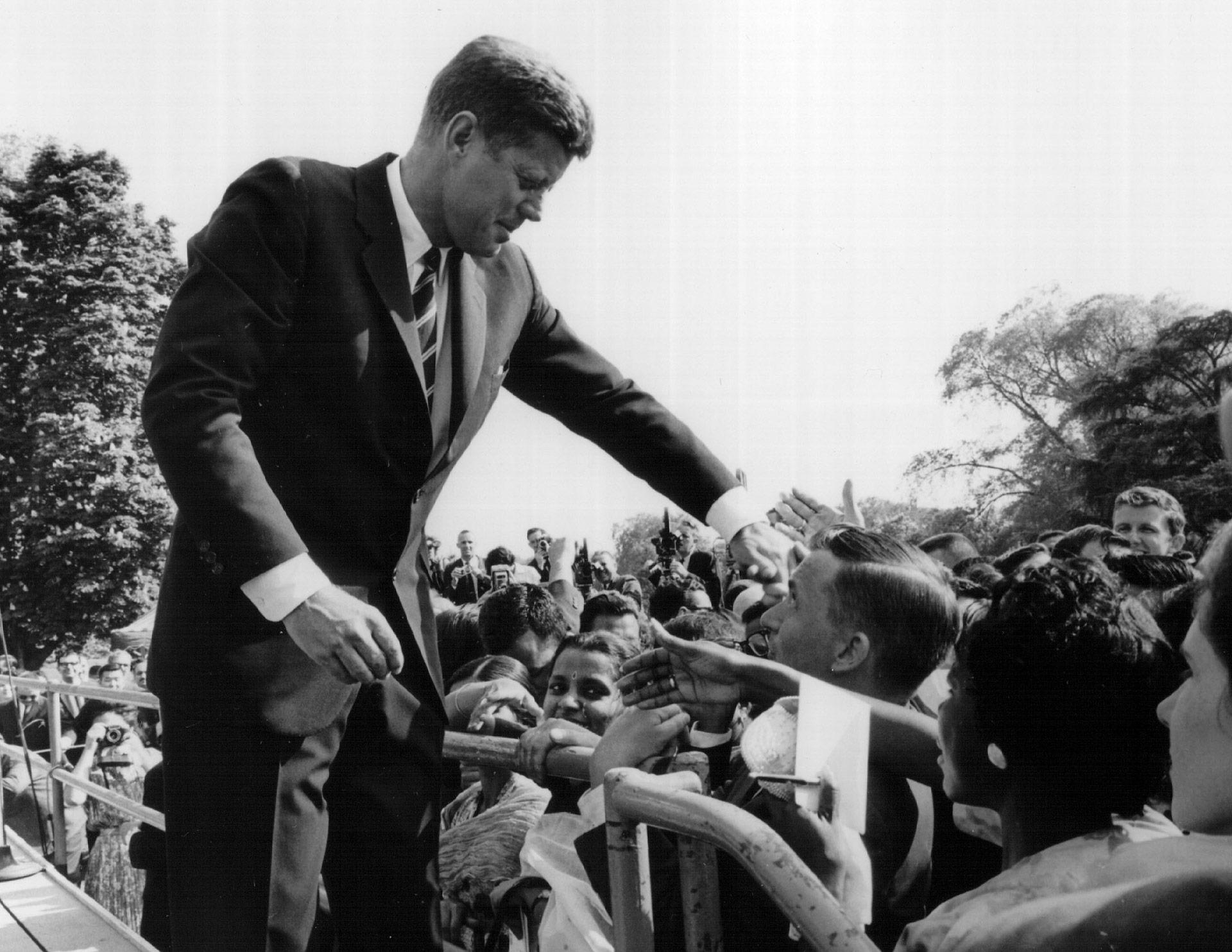 Muchos compatriotas veneran a Kennedy como un símbolo de las esperanzas y aspiraciones de su país