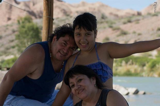 Daniela junto a sus padres