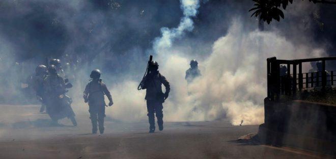 La GNB reprimió nuevamente a manifestantes opositores (Foto: Reuters)